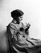 Jane Poupelet autre sculptrice, aidait Anna Coleman Ladd dans son studio.