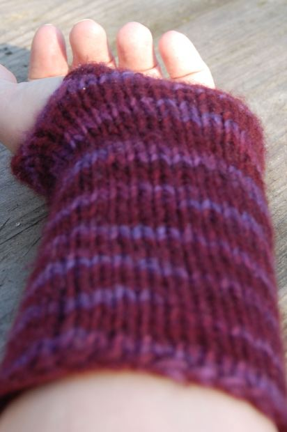 DIY: Pattern for simple knit wristwarmers - Yarn used is half a skein of Malabrigo Worsted on 6mm needles. My wrists are quite wide, but the size isn't very precise. If your wrists are very small you might have to cast on a few less stitches. Use 2 circular needles; here you can find out how. Cast on 48 st. Knit in the round 46 rows. Turn the piece around and knit back-and-forth (so no longer in the round!) in stockinette (knit 1 row, purl 1 row). Start each row (including the purl ones) with 1 knit stitch. After 8 rows, return to knitting in the round (now you should have an opening for the thumb). Knit 6 more rows. Cast off. Weave in ends. Done! Warm wrists for you this winter!
