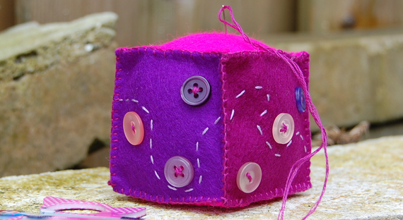 speldenkussen van vilt pincushion made of felt