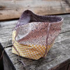 project tas oker geel yellow oker ochre okergeel bloemen bloemetjes floral flowers japans japanese Studio Paars project bag tas tasje breitas breitasje projecttas projectttasje knitting crochet embroidery breien haken borduren haaktas haaktasje