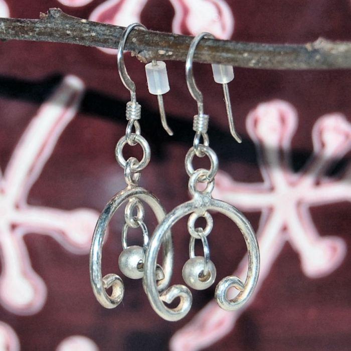 sterling zilveren oorbellen gemaakt door studio paars