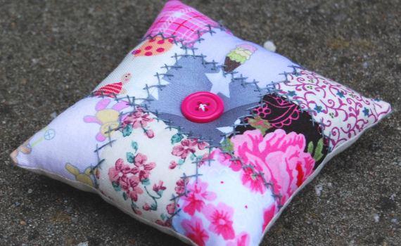 geborduurd patchwork speldenkussen maken door studio paars