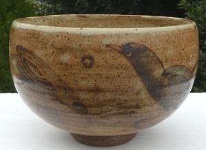 Henry Hammond (1914 - 1989) Stoneware bowl brush decorated with birds