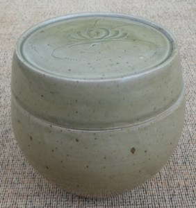 DL7 - David Leach lidded stoneware pot with incised water lily decoration to the lid. Personal seal. The height is 13.2 cm (5.2 inches) and the maximum external diameter is 14.0 cm (5.5 inches). Price £365