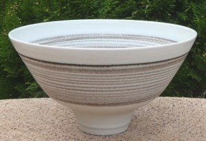 Peter Wills banded footed bowl with glaze effect in bowl (ask for more images). Seal mark plus signature on the underside. The height is 11.7 cm (4.6 inches) and the maximum diameter is 20.3 cm (8.0 inches). £185