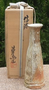 Seiuemon Tani (b. 1913) Shigaraki wood-fired cut and tapered vase with personal signature on the base. The height is 21.1 cm (8.3 inches) and the maximum external diameter is 7.6 cm (3.0 inches). £145