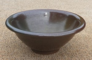 BW3: Charles Vyse (1882 1971) Brown glazed stoneware bowl with turned down rim. Signed on the base, Vyse 1936. The height is 6.1 cm (2.4 inches) and the maximum external diameter is 14.7 cm (5.8 inches). £100