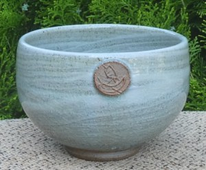 Jack Kenny teabowl with Jack's personal S seal mark. The maximum height is 7.1 cm (2.8 inches) and the maximum external diameter is 10.7 cm (4.2 inches). £45