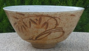 TC03 - Henry Hammond (1904 - 1986) Stoneware bowl with brush decoration. Impressed HH seal. The height is 10.9 cm (4.3 inches) and the maximum external diameter is 21.8 cm (8.6 inches). £295