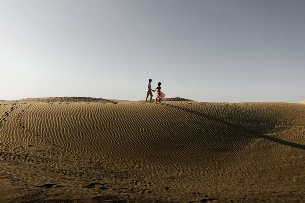 Dubai desert couple captured by Dubai wedding photography