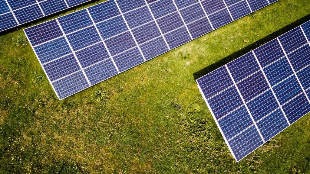 Zonnepanelen opbrengst? Wil jij ook zonnepanelen op je huis? Wat is de investering en wanneer heb je deze terugverdiend? Wij helpen jou >