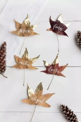 Gold-dipped leaves : http://www.jacquelynclark.com/2014/11/26/thanksgiving-diy-place-cards/?crlt.pid=camp.BK1NamhHYKKk