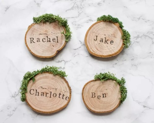 Wood slices : https://www.etsy.com/listing/266534923/wedding-place-cards-rustic-place