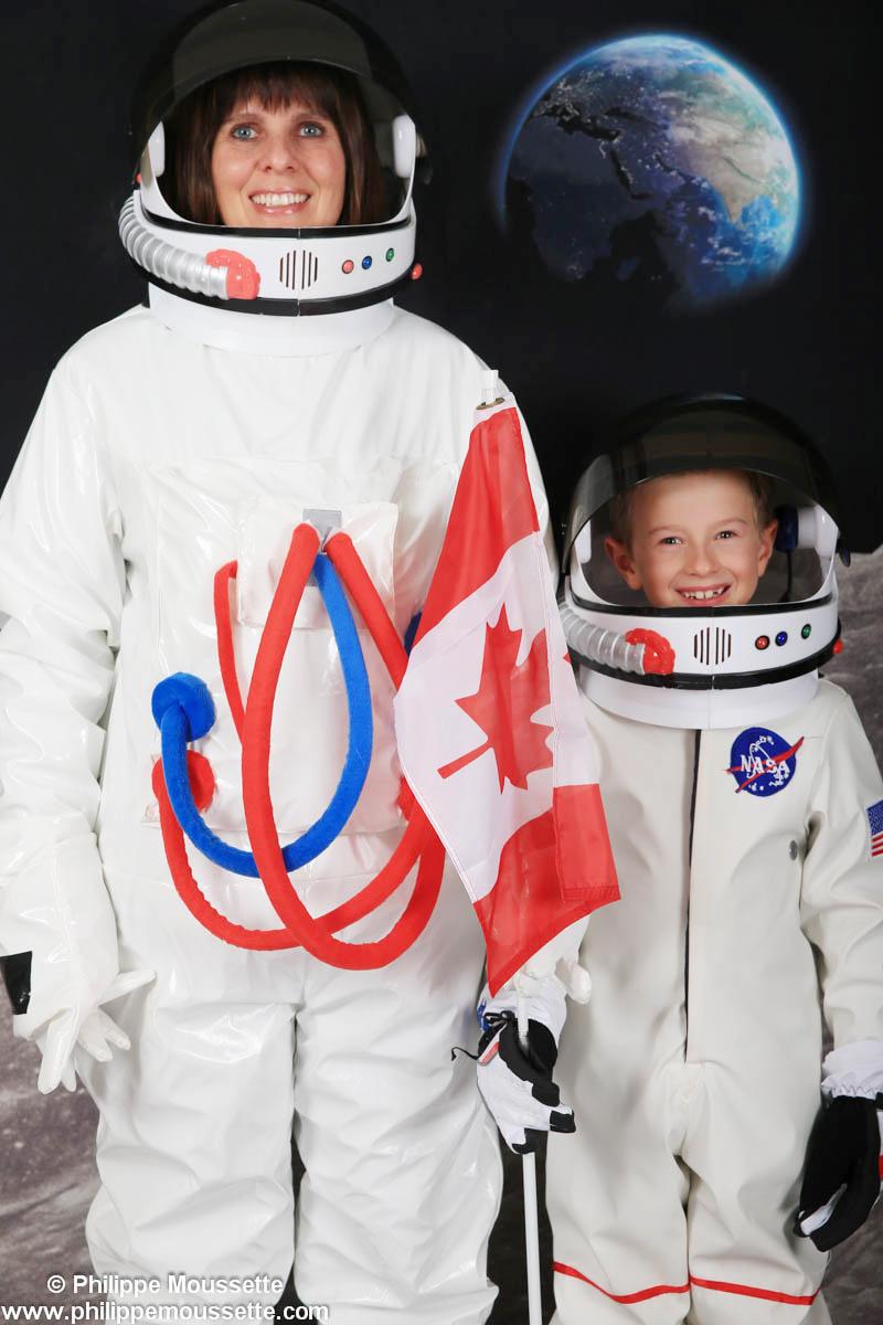 Maman et enfant astronaute