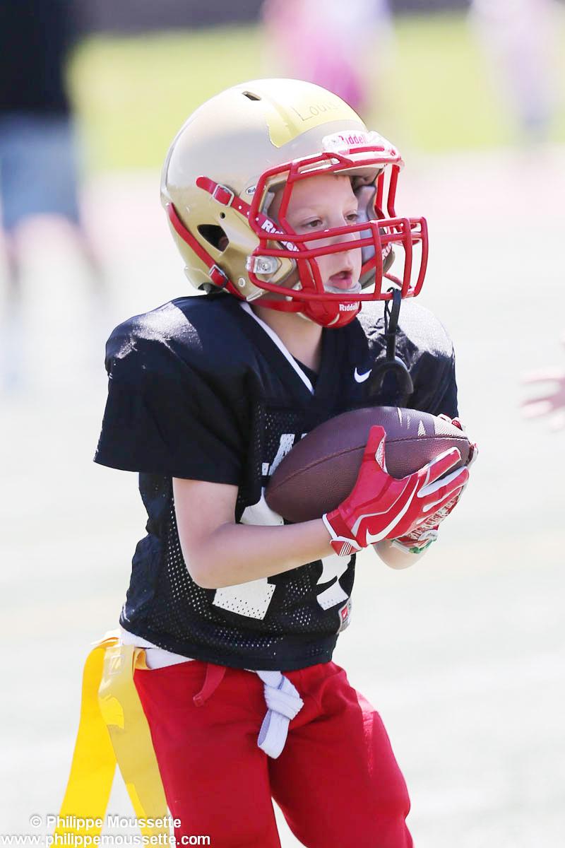 Jeune footballeur avec le ballon