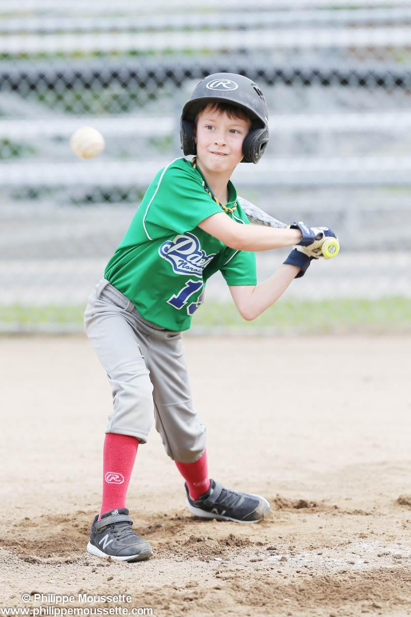 Joueur qui joue au baseball