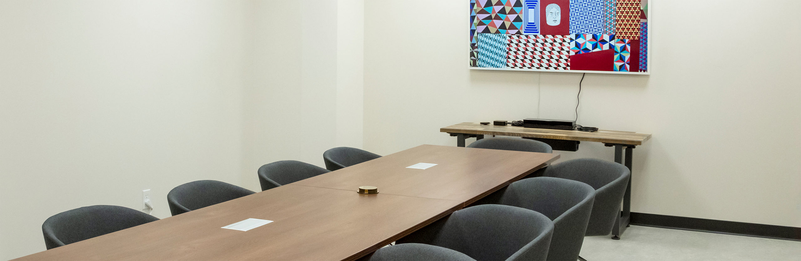 A meeting room at The Studio Roseville Creekside.