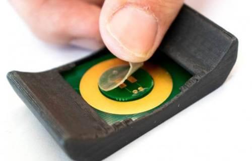 Adhesive film on smartwatch monitors metabolism