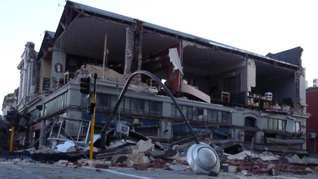 Westende Jewellers building on the corner or Manchester and Worcester St became an iconic image of the destruction.