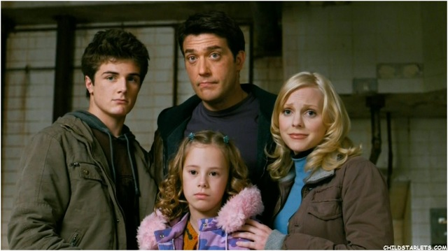 Beau Mirchoff, Craig Bierko, Conchita Campbell, and Anna Faris in Scary Movie 4