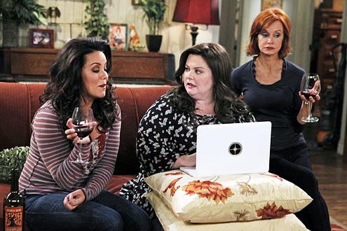 Katy Mixon, Melissa McCarthy, and Swoozie Kurtz