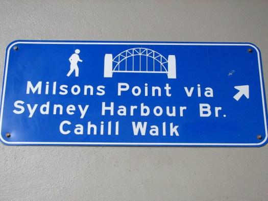 Hinweisschild zum Aufgang zur Harbour Bridge