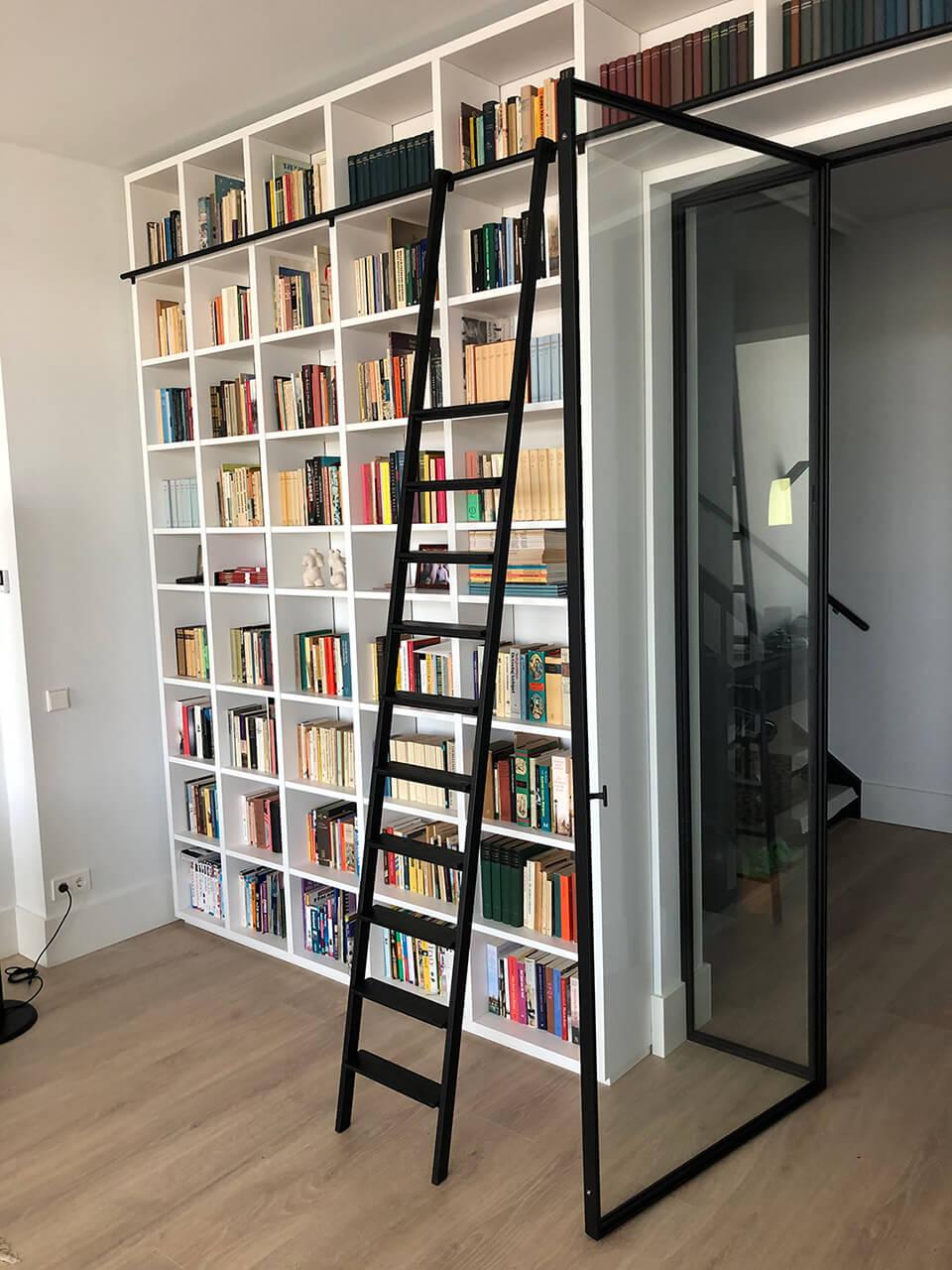 Stalen ladder voor boekenkast