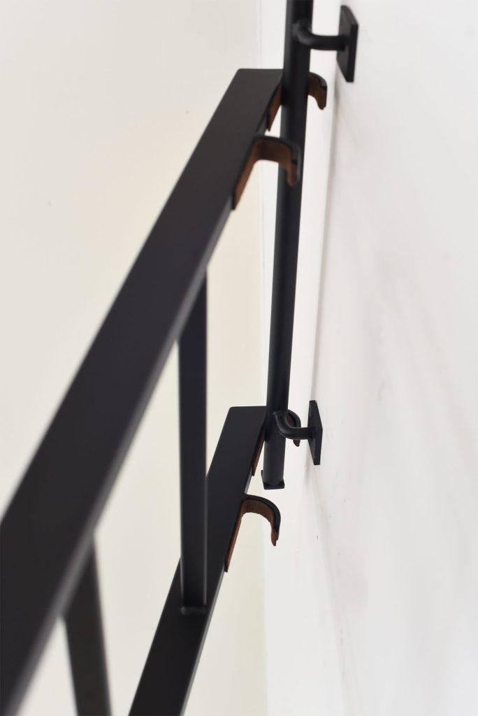 Verstelbare zwarte trap met roede