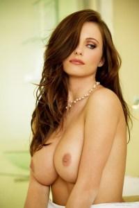 Les seins naturels d'une salope du 19 hot et nue
