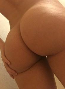 jeune femme aux gros seins du 70