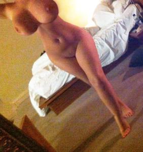 une belle femme aux grosses mamelles du 53