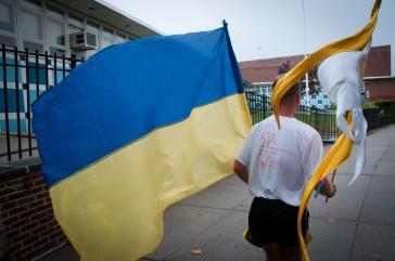 Last lap with Ukrainian flag