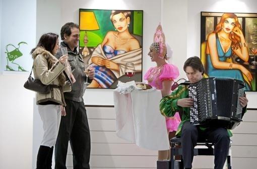 Ekaterina Moré stellt ihre Kunst in der Eberhardstraße aus. Foto: Steinert