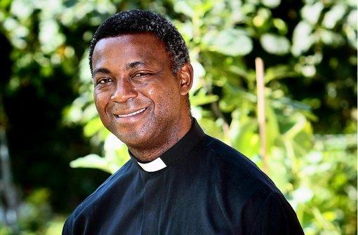 Pfarrer Thomas Tchoungui ist der Mittler. Foto: factum/Bach