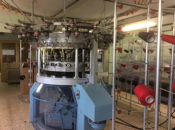 Machine confection textile avec bobine