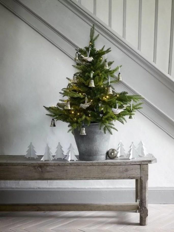 Minimalist christmas decorations styleminimalism for Minimalist christmas