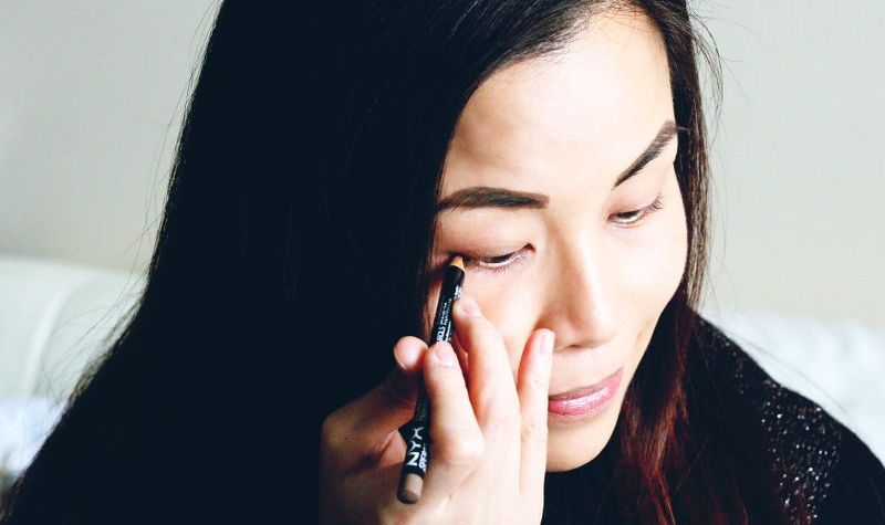 How to apply eyeliner, makeup tutorial