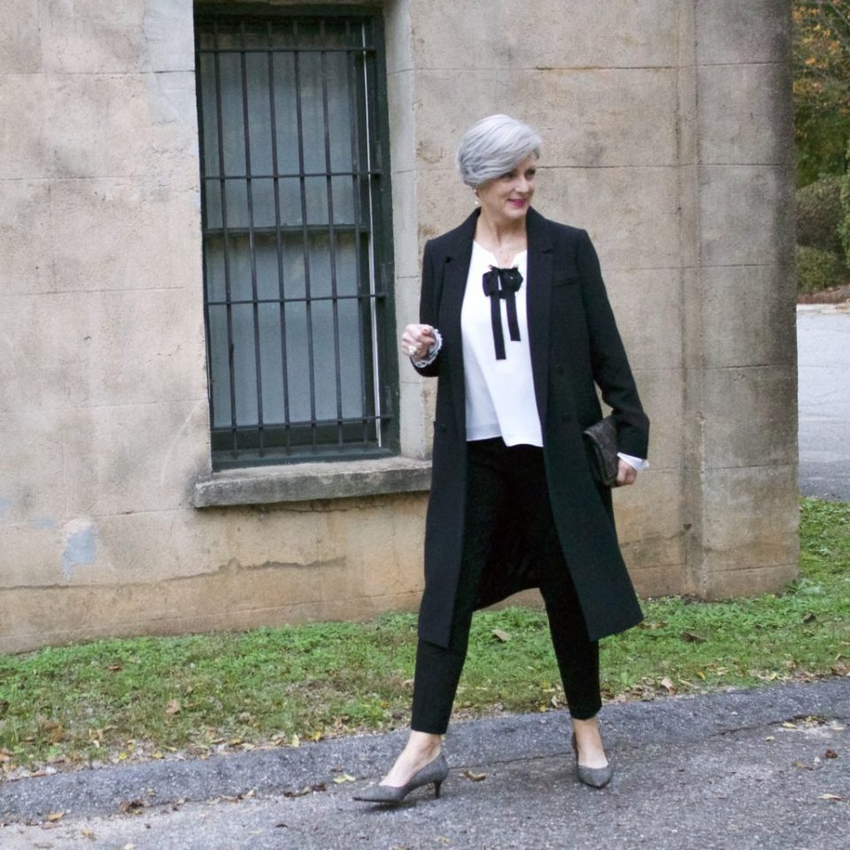 how to dress for a holiday party