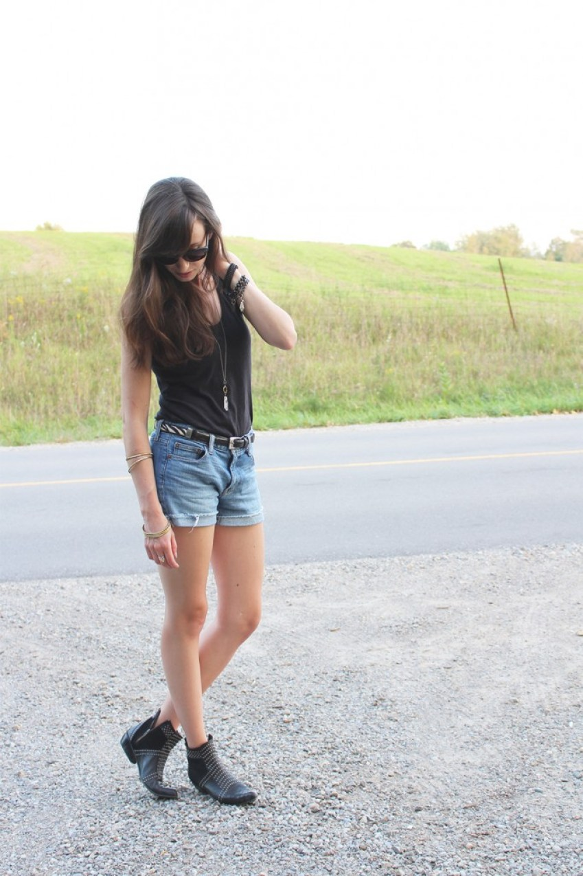 Style Bee in a black tank, cutoffs and boots.