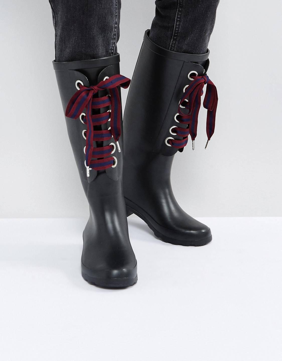 Plastic shoes for the rainy season