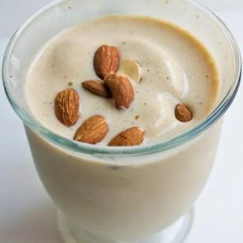 almond-banana-shake-vegan-550