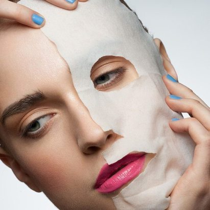 Scaring your significant other and looking great has never been so easy with this DIY face mask!