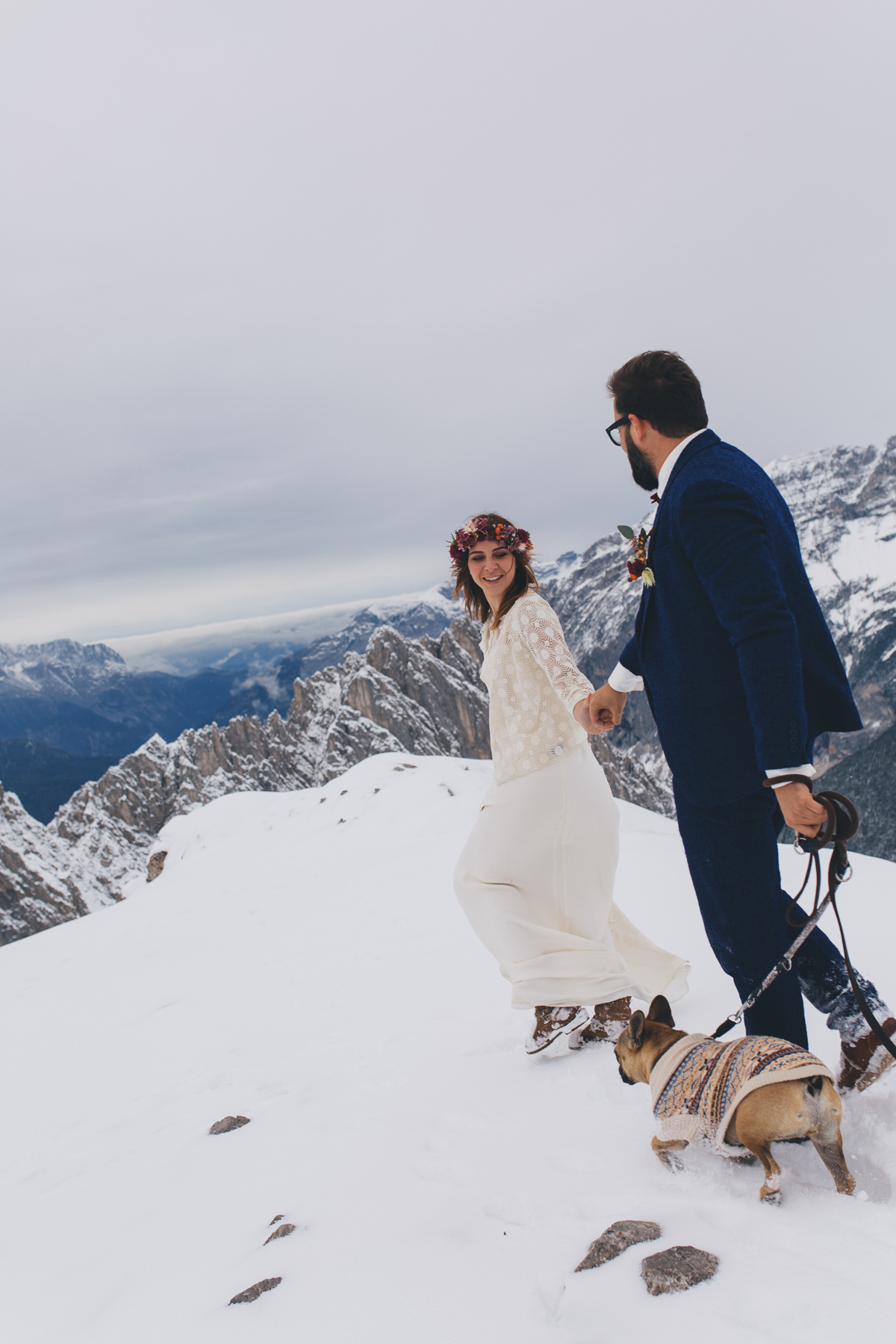winter-mountain-wedding-hafelekar-maria-luise-bauer-photography-wedding-with-dogs-21