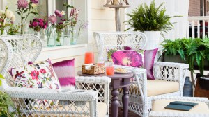 Get Ready For Fall: 17 Cozy Front Porch Design And Decor