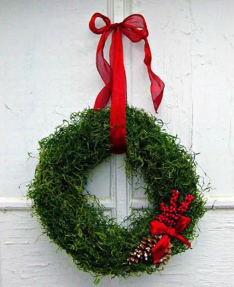 17 Festive DIY Christmas Wreaths Ideas You Can Easily Make