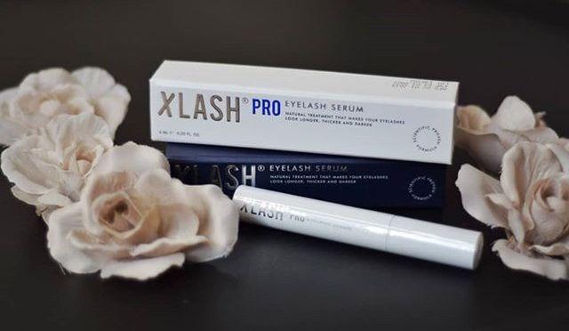 Xlash är ett högkvalitativt serum som ger dig ögonfransar som är längre, tjockare och har mer volym. Den exklusiva och högteknologiska formulan har tagits fram baserat på avancerad vetenskap för att säkerställa vackra och välmående fransar. Serumet innehåller enbart naturliga ingredienser som förbättrar regenereringen samt tillväxten av dina ögonfransar.