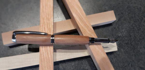 Stylo plume en bois de Cormier