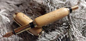 stylo en bois d'acacia