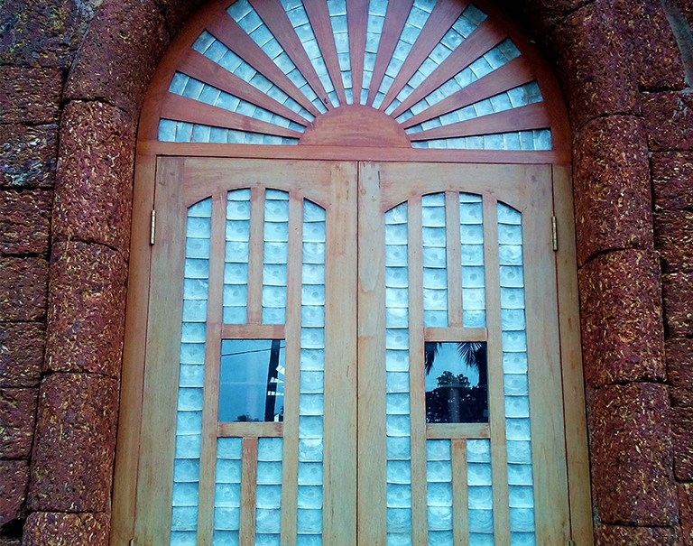 Window made of Mother of Pearl from a Chapel in Goa. PC - styleapastiche.com