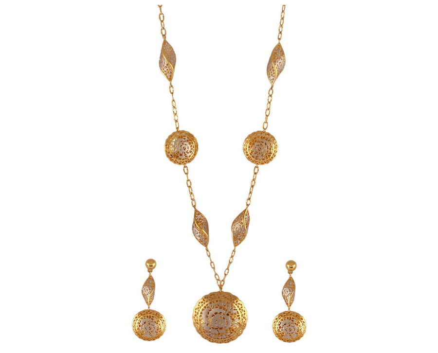 Due Forme Floral Pendant Set With Metal Cut-Outs. PC- Velvetcase